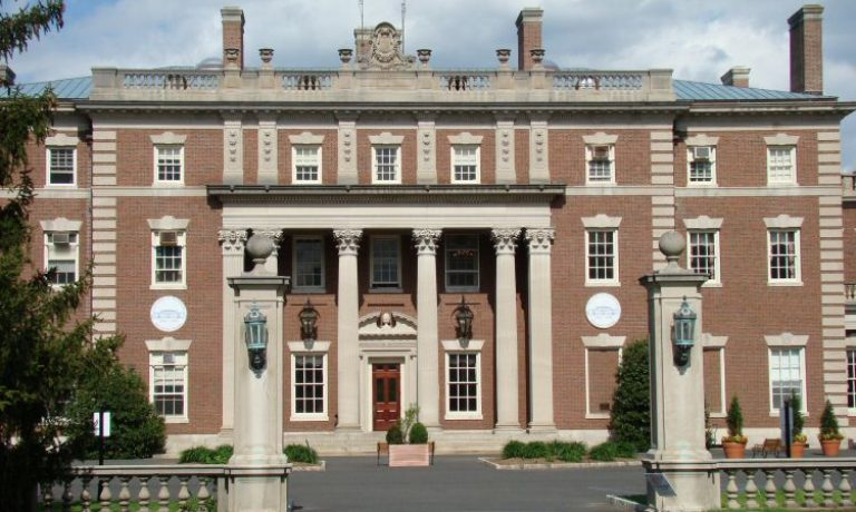 تحصیلات دانشگاهی فیریلی دیکنسون  Fairleigh Dickinson در کانادا