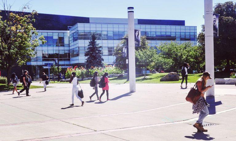 معرفی دانشگاه تورنتو کانادا